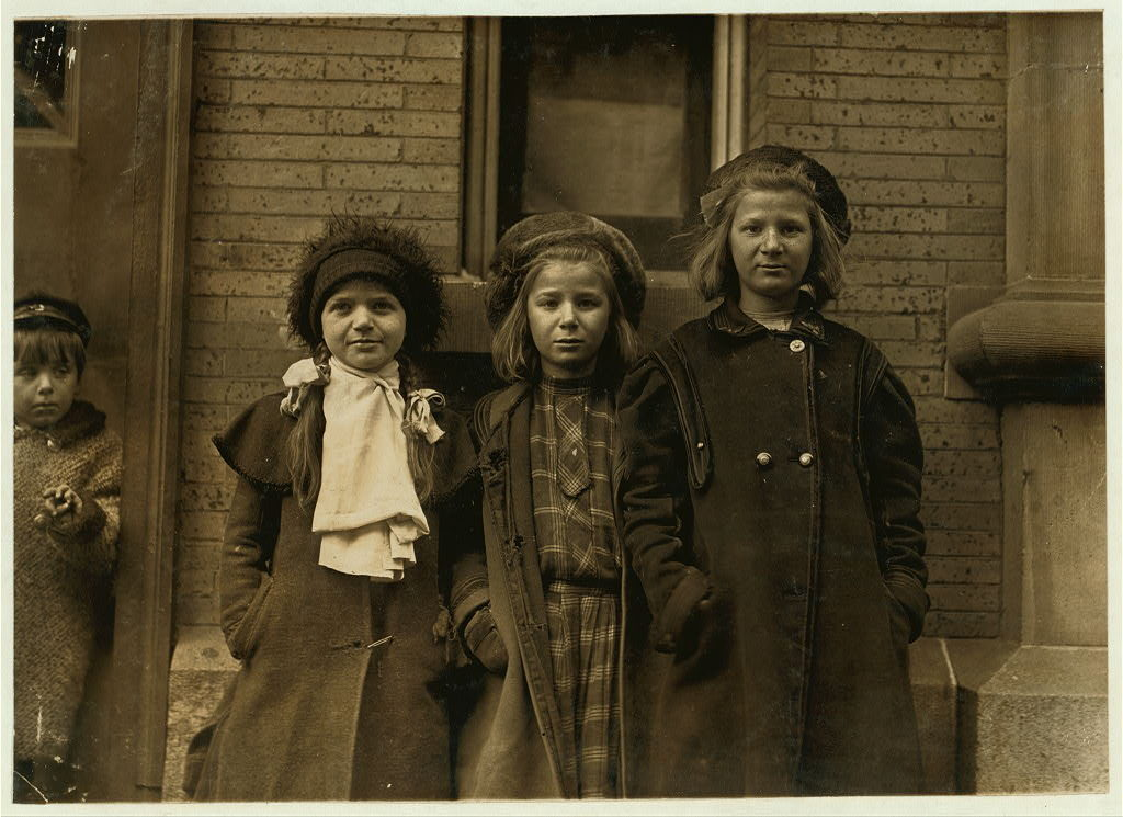 Lewis Hines photo of newsgirls in Hartford in 1909